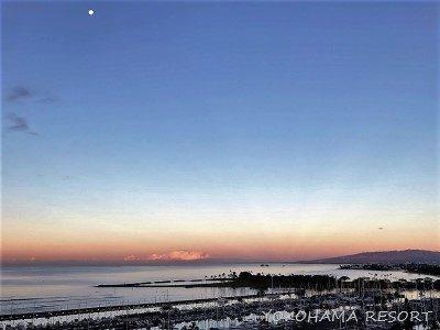 ラグーンタワー ラナイ ヒルトングランドバケーション ハワイ オアフ島 朝の景色 月