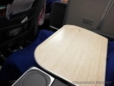 ANA A380 プレミアムエコノミー テーブル