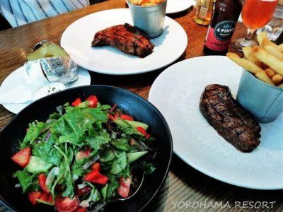 サーファーズパラダイス ステーキ店 ハリケーンズ・グリル&バー Hurricane's Grill&Bar ステーキとサラダ